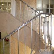 pasamanos-de-la-escalera-interior-de-aluminio